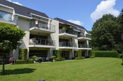 Residentieel gelegen recent appartement met twee slaapkamers in de residentie Hof Ter Zielbeek.