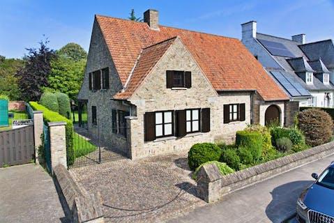 Ruim huis met grote tuin in het centrum van Roeselare