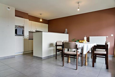 Leuk appartement met 2 slaapkamers en terras te koop in centrum Roeselare.