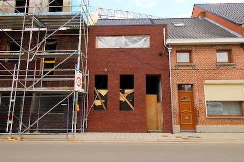 Gestript huis met nieuwe voorgevel en dak te Haasdonk