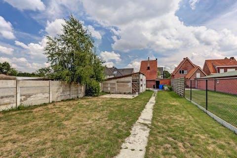 Op te frissen huis te koop nabij het centrum van Brecht op een perceel van 1357m².