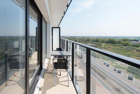 Instapklare studio met terras en open zicht op hinterland