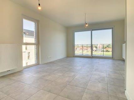 Instapklaar appartement met 2 slaapkamers, ruim terras en autostaanplaats te Roeselare.