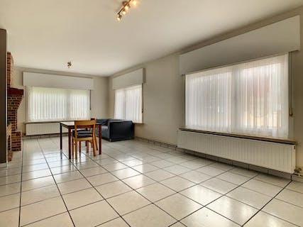 Instapklaar appartement met 2 slaapkamers te Staden.