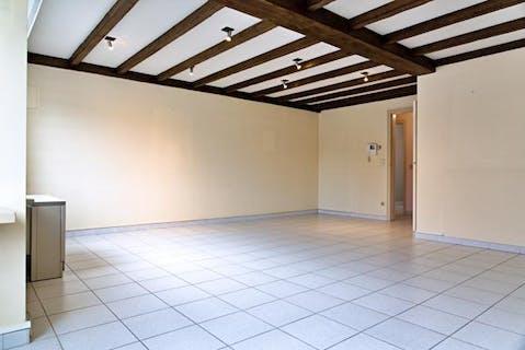 Appartement met 3 slaapkamers, terras en garage te koop in centrum Ingelmunster