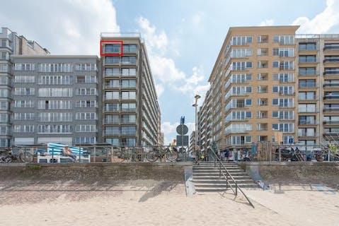 Instapklare studio met frontaal zeezicht op de zeedijk van Middelkerke