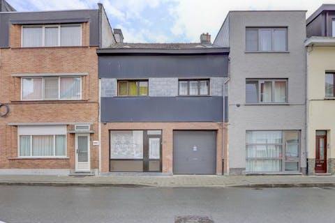 Rijhuis met tuin, garage en 3 slaapkamers in 2020 Antwerpen.