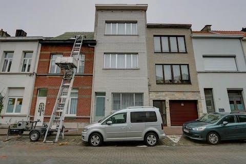 Huis met 4 slaapkamers en tuin op de grens Antwerpen-Wilrijk