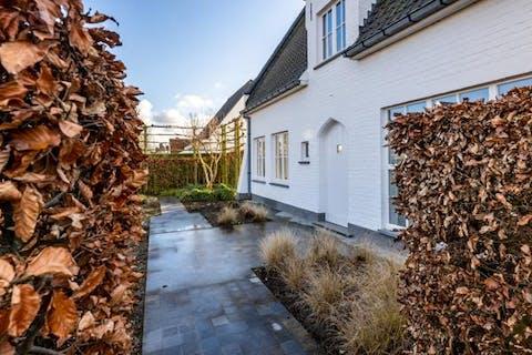 Exclusieve villa langs de Kerkstraat te Damme