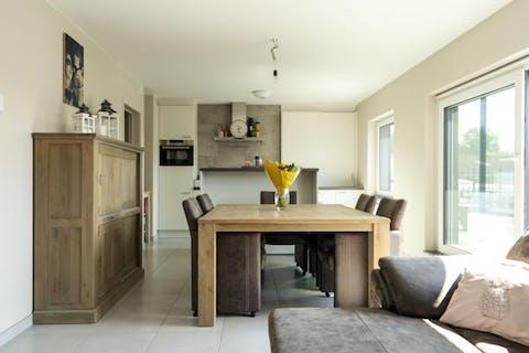 Recent appartement (2015) met 3 kamers in centrum Sint-Eloois-Vijve