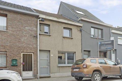 Instapklaar huis met drie slaapkamer en tuin in het centrum van Terhagen