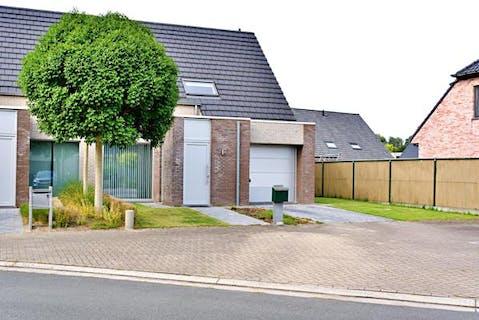 Recent huis met 3 slaapkamers en tuin in Roeselare