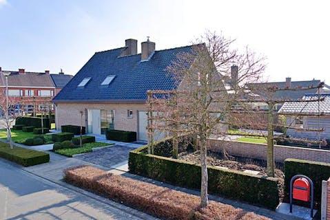 Alleenstaand huis in mooie wijk te Ardooie!