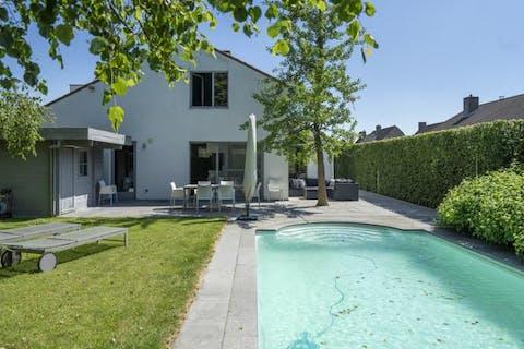 Rustig gelegen villa met zwembad te Kortrijk te koop (Bissegem)