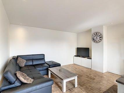 Gerenoveerd appartement met 2 slaapkamers én bureau te huur in Kortrijk