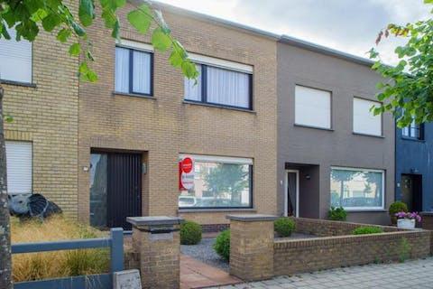 Te renoveren rijwoning in rustige residentiële wijk
