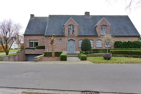 Klassevolle villa te koop met zuidgerichte tuin (1.040m²) nabij centrum Loppem en het Kasteel van Loppem