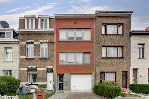 Ruim instapklaar appartement met 1 a 2 slaapkamers te koop te Hoboken.