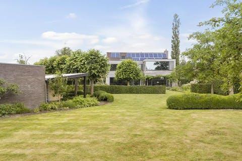 Ruime villa met idyllische tuin te Hertsberge.