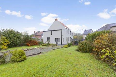 Gezellige woning met grote tuin te koop!