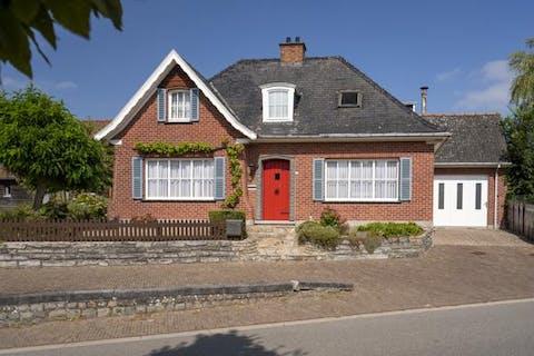 Charmant te renoveren huis met atelier te koop in Gijzelbrechtegem