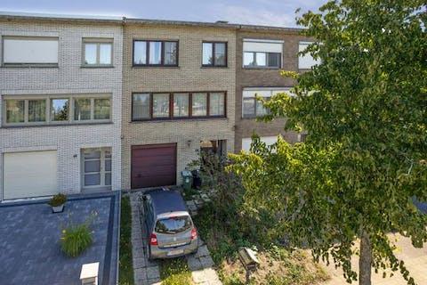 Huis (bel-etage) te koop in Hoevenen met o.a. 3 slaapkamers