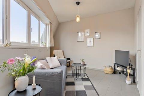Fris en lichtrijk appartement met 2 slaapkamers te Gent