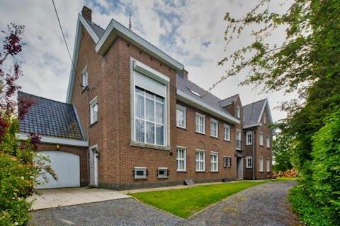 Uitzonderlijk huis met magazijn en landgebouw te Maldegem