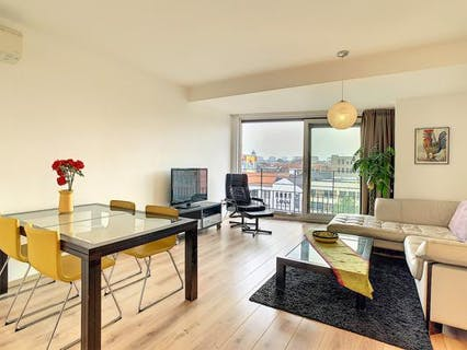 Beautiful 2 bedroom apartment with terrace overlooking the Brussels Canal.