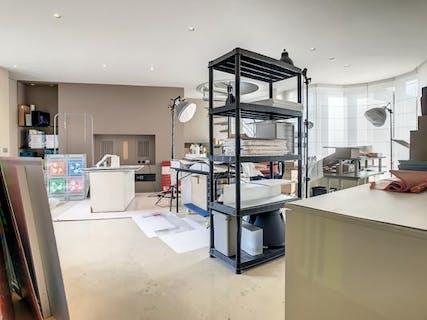 Instapklaar appartement met 3 slaapkamers, polyvalente ruimte en dubbel terras te Roeselare.