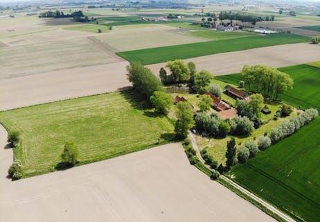 Te renoveren hoeve op 2,65 ha te koop in Leisele