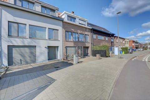 Volledig instapklaar huis te koop in de Kleine Doornstraat te Wilrijk.