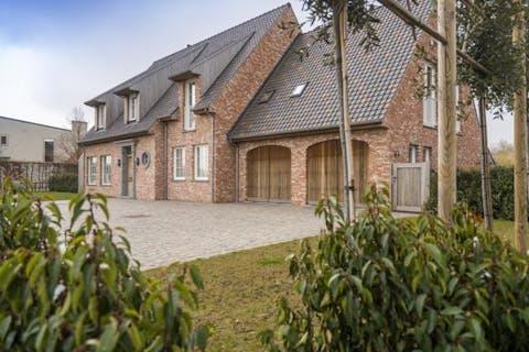 Prachtige villa met 5 slaapkamers en landelijk zicht in Torhout.