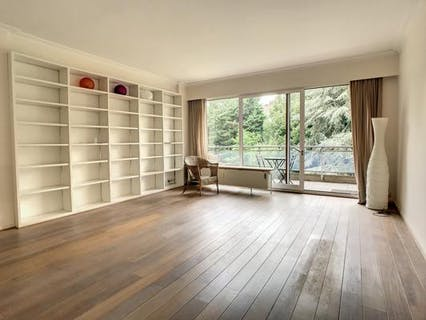 CLOSE TO PLACE BRUGMANN BRIGHT APARTMENT 2 BEDROOMS WITH VIEW ON GARDENS