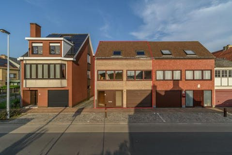 Bel-etage woning met 2 slaapkamers en garage in De Panne