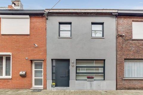 Rustig gelegen huis met 4 slaapkamers en tuin in een doodlopende straat te Burcht