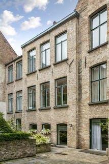 Lichtrijk en ruimtelijk duplexappartement te koop in hartje Brugge