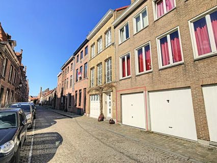 Afgesloten garagebox te koop in centrum Brugge (Sulferbergstraat)