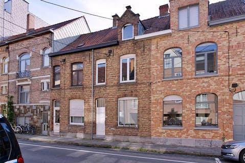 Huis met 3 slaapkamers en tuin in centrum Roeselare te koop!