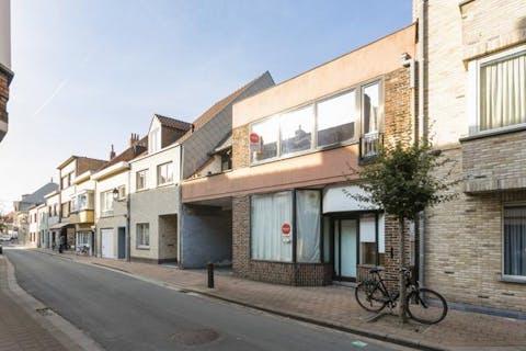 Te renoveren huis met parking te koop in Knokke-Heist