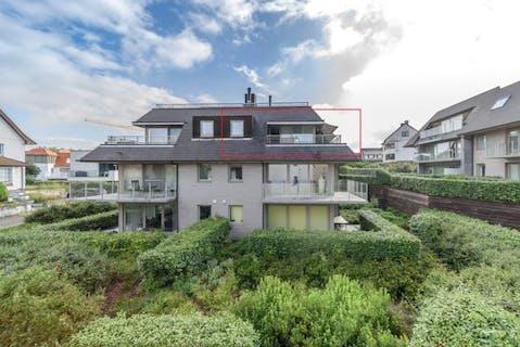Appartement met 3 slaapkamers en dubbele garage vlakbij zee in Sint-Idesbald