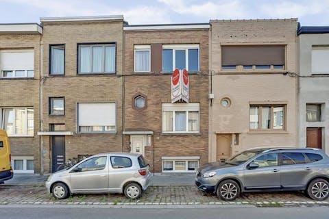 Huis te koop in Deurne - 4/5 slaapkamers en tuin
