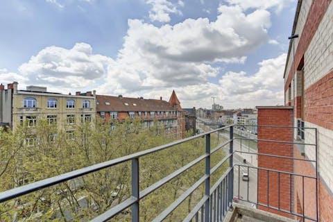 Prachtig appartement met 2 slaapkamers te koop aan het kanaal