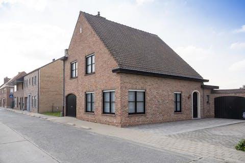 Mooi gerenoveerd huis met 3 kamers te koop in Desselgem (450m²)