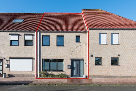 Instapklaar huis met 4 slaapkamers en een garage te Oostende