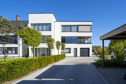 Ruim appartement (bouwjaar 2016) met 3 slaapkamers te koop in het centrum van Poperinge
