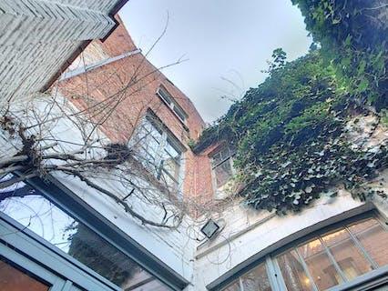 Aantrekkelijk huis te koop met veel charme en authentiek karakter in hartje Brugge nabij de Brugse reien