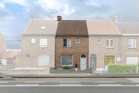 Huis met 3 slaapkamers te koop in Veurne.