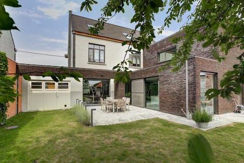 -VERKOCHT- Knappe burgerwoning met 4 slaapkamers en ruime tuin in Wachtebeke