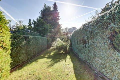 Op te knappen huis met grote tuin te Gent
